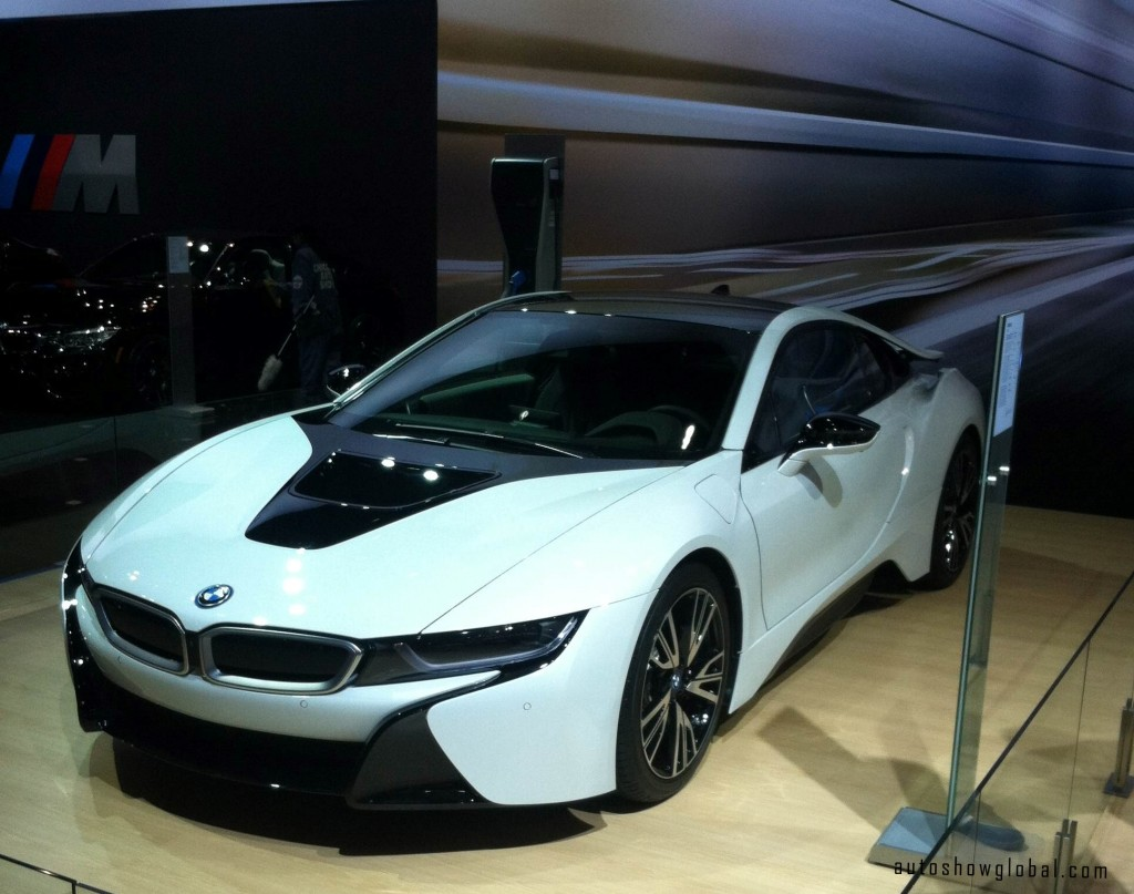 New-BMW-i-8-in-Crystal-White-at-the-Chicago-Auto-Show-Preview-Feb.-6-2014