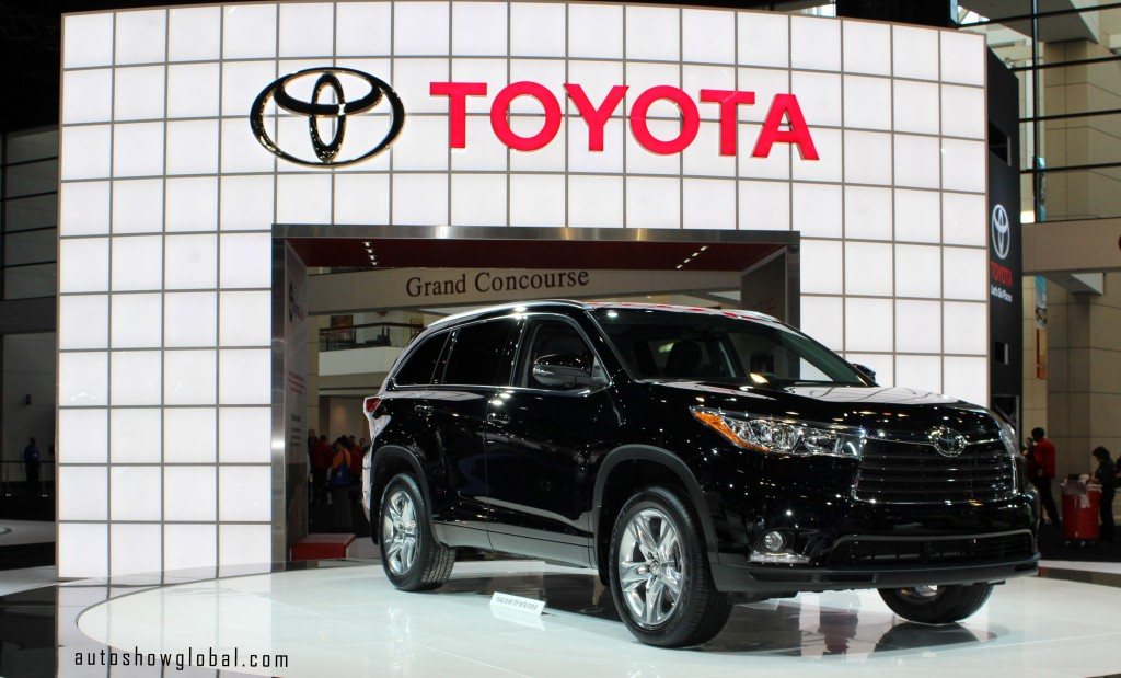 The-new-Toyota-Highlander-on-display-at-the-2014-Chicago-Auto-Show-Media-Preview-on-Feb.-6-2014.-Photo-by-India-Walker-for-autoshowglobal.com