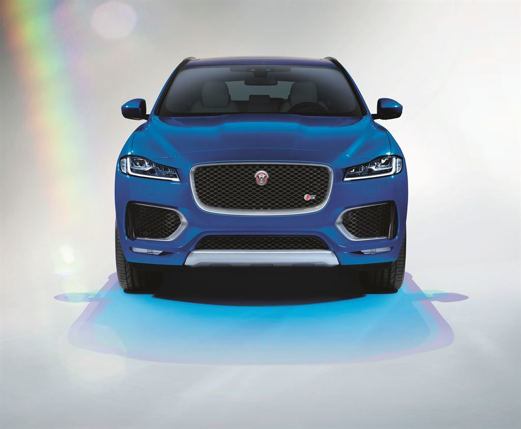 Jag_FPACE_LE_S_Studio_Image_140915_08_LowRes